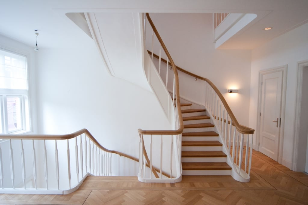 Klassiek trappenhuis grachtenpand stef spanhaak - Decoratie van trappenhuis ...