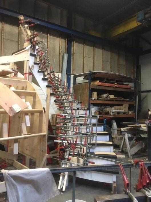 Trap van Wengé hout in ontwikkeling
