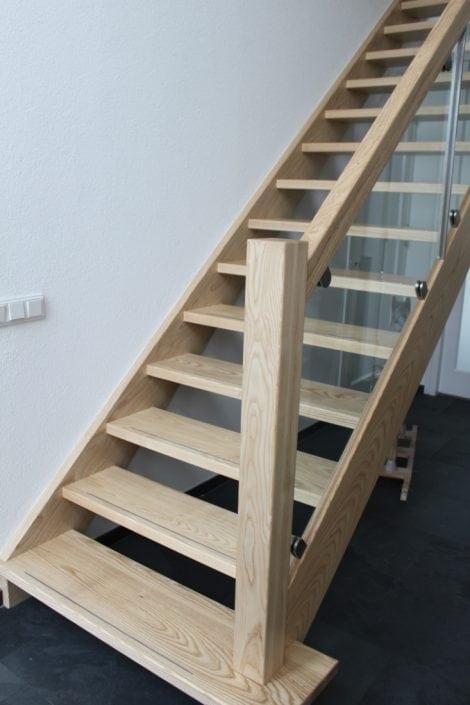 Trappen stef spanhaak - Geschilderde houten trap ...