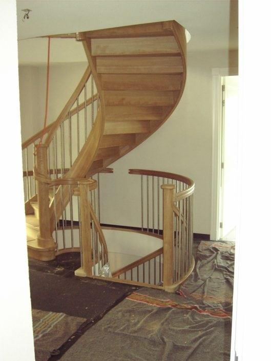 Installatie houten spiltrap